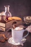 Chocolate caliente con la melcocha Imagenes de archivo