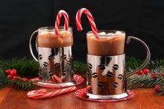 Chocolate caliente con las mini melcochas Imagen de archivo libre de regalías