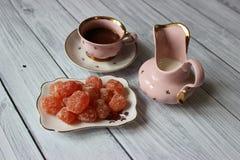 Chocolate caliente con leche y el mandarín escarchado imagen de archivo libre de regalías