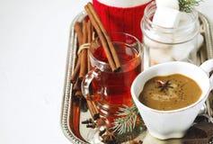 Chocolate caliente con picante, las melcochas y el té picante Imagen de archivo