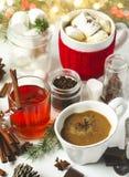 Chocolate caliente con picante, las melcochas y el té picante Fotos de archivo