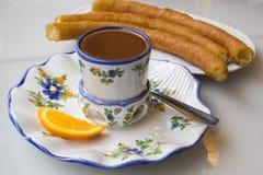 Chocolate caliente con porras Foto de archivo libre de regalías