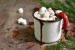 Chocolate caliente de la Navidad con los mini marshmellows Imagen de archivo