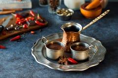 Chocolate caliente e ingredientes aztecas picantes Fotografía de archivo