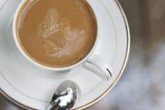 Chocolate caliente en una taza Fotografía de archivo