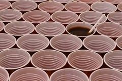 Chocolate caliente en una taza pl?stica foto de archivo libre de regalías