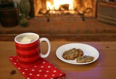 Chocolate caliente por el fuego Foto de archivo