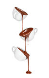 Chocolate caliente que vierte de una taza en una taza Imagen de archivo libre de regalías