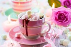 Chocolate caliente y melcocha Imagenes de archivo