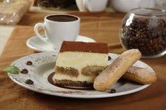 Chocolate caliente y tiramisu Imágenes de archivo libres de regalías