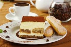 Chocolate caliente y tiramisu Foto de archivo