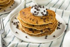 Chocolate caseiro Chip Pancakes foto de stock