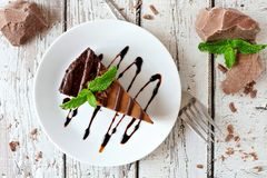 Chocolate cheesecake above view over rustic white wood Royalty Free Stock Images