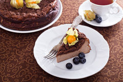Chocolate cheesecake with crumb topping Royalty Free Stock Photos