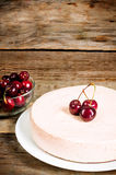 Chocolate-cherry cheesecake Royalty Free Stock Photos