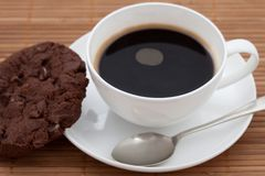 Chocolate chip cookie with a cup of black coffee Royalty Free Stock Photography
