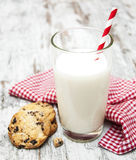 Chocolate chip cookie and glass of milk Royalty Free Stock Photography