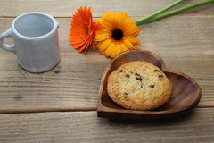 Chocolate chip cookie on the heart shaped wooden plate Royalty Free Stock Photography