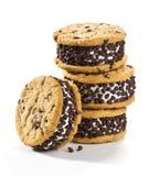 Chocolate Chip Cookie Ice Cream Sandwiches en el fondo blanco Foto de archivo libre de regalías
