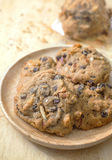 Chocolate chip cookie. In wood dish Royalty Free Stock Photos