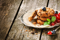 Chocolate chip cookies and berries Royalty Free Stock Photography