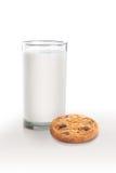 Chocolate Chip Cookies e leite Fotos de Stock