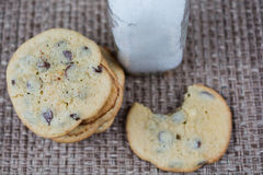 Chocolate chip cookies and milk Royalty Free Stock Images
