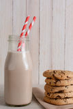 Chocolate Chip Cookies y leche Fotos de archivo