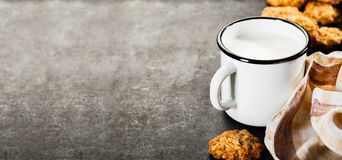 Chocolate chips cookie and milk Royalty Free Stock Images