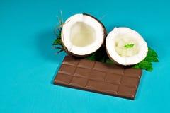 Chocolate, coco y almendras garapiñadas del coco Fotos de archivo libres de regalías