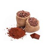 Chocolate con el cacao, aislado Imagen de archivo