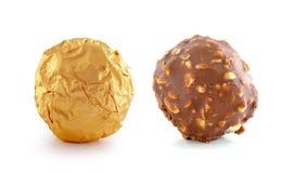 Chocolate con la almendra en el fondo blanco Fotografía de archivo libre de regalías