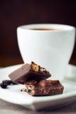 Chocolate con leche y una taza de café Imagen de archivo