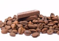 Chocolate con los granos de café Imagen de archivo libre de regalías