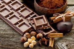 Chocolate con los ingredientes Fotografía de archivo libre de regalías