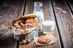 Chocolate cookies and milk Royalty Free Stock Photos
