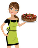 Chocolate das framboesas do bolo de queijo do cozinheiro da mulher isolado Fotos de Stock