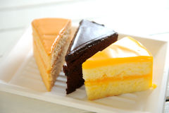 Chocolate de la torta y té y naranja imagen de archivo libre de regalías
