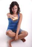 Chocolate de ofrecimiento de la muchacha Imagen de archivo libre de regalías