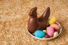 Chocolate de Pascua en una placa Imagen de archivo