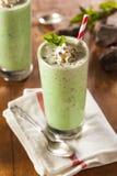 Chocolate de refrescamento frio Chip MilkShake da hortelã imagens de stock