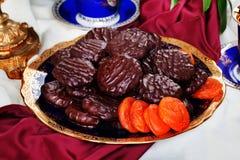 Chocolate del albaricoque en aún una vida lujosa Fotografía de archivo libre de regalías