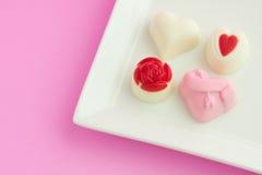 Chocolate del amor de la tarjeta del día de San Valentín Fotos de archivo