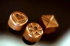 Chocolate del artesano del árbol en un fondo negro Fotos de archivo