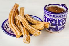 Chocolate do engodo de Churros em Puebla México fotografia de stock royalty free