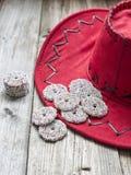 Chocolate do Natal em um chapéu vermelho Fotos de Stock Royalty Free