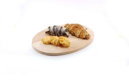 Chocolate e croissant preto do sésamo com cookie de manteiga Fotografia de Stock