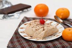 Chocolate e gelado alaranjado do semifredo Fotos de Stock
