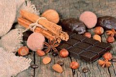 Chocolate e trufas escuros Fotos de Stock