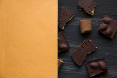 Chocolate en negro la tabla vieja Imagen de archivo libre de regalías